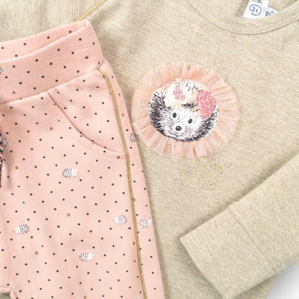 Σετ κοριτσιού 2 τεμαχίων βαμβακερή μπλουζάκι σε μπεζ χρώμα με σχέδιο σκαντζόχοιρο στο μπροστινό μέρος και παντελόνι σε ροζ  χρώμα με ριγα χρυσή στο πλάι της εταιρίας Dirkje